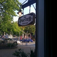 Photo prise au The Porter Beer Bar par Jay B. le7/26/2012