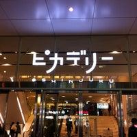 Foto tirada no(a) Shinjuku Piccadilly por Makoto C. em 2/18/2012
