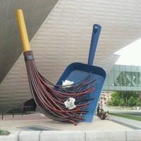 Foto tirada no(a) Denver Art Museum por sara g. em 6/27/2012