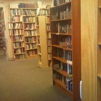 Das Foto wurde bei Second Story Books von James J. am 4/4/2012 aufgenommen