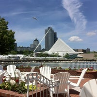 Foto scattata a Harbor House da Cynthia B. il 6/17/2012