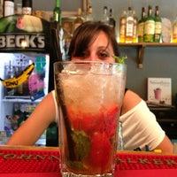 Foto tirada no(a) FlipFlop Bar por Raina L. em 6/1/2013