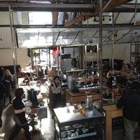รูปภาพถ่ายที่ Intelligentsia Coffee & Tea โดย Jim C. เมื่อ 12/18/2012