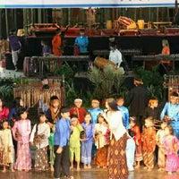 Photo prise au Saung Angklung Mang Udjo par Ella P. le1/5/2013