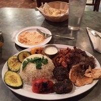 Das Foto wurde bei Zizi's Cafe von ilyas t. am 11/7/2014 aufgenommen