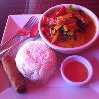 Foto diambil di Red Thai And Sushi oleh Eleanor(wokstar) H. pada 5/16/2013