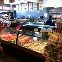 Foto tomada en Jimmy's Food Store por Jason K. el 4/6/2013