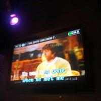 Foto tomada en Chorus Karaoke & Lounge por Larry M. el 5/27/2013