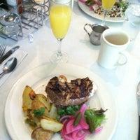 10/8/2012にJeff K.がLe Petit Triangle Cafeで撮った写真