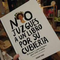 Foto tomada en Librería 9 3/4 Bookstore + Café por Santiago V. el 10/13/2015