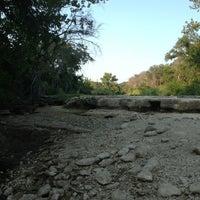 Foto tirada no(a) Bull Creek Greenbelt por Jason T. em 8/19/2013