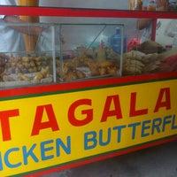 Photo prise au Chicken Tagala par Alf M. le6/19/2013