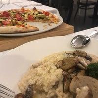 Foto tomada en Trattoria Pizzeria Galleria por Abdulrhman A. el 11/10/2018