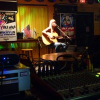 Das Foto wurde bei Bobby's Idle Hour Tavern von Luke G. am 6/1/2013 aufgenommen