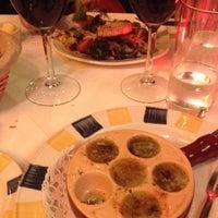 Photo prise au Brasserie & Wine Bar Toulouse Lautrec par Juliet S. le11/24/2012