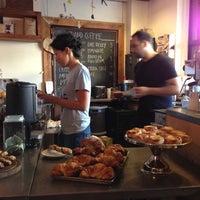 10/27/2012에 Clayton P.님이 Grand Coffee에서 찍은 사진