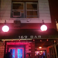 Foto scattata a 169 Bar da Matthew Z. il 6/15/2013