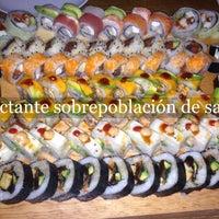Foto tirada no(a) Keizo Teppan Sushi Bar por Romo S. em 4/24/2014