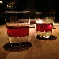 7/6/2013 tarihinde Benny W.ziyaretçi tarafından Maude's Liquor Bar'de çekilen fotoğraf