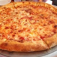 Foto scattata a Boca's Best Pizza Bar da Esteicy il 9/8/2013