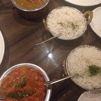 Foto tirada no(a) Bindia Indian Bistro por Andrea J. em 8/17/2014