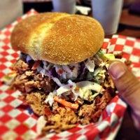 Das Foto wurde bei Piggy's BBQ von Samuel F. am 10/1/2012 aufgenommen