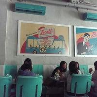 Foto tomada en Locale 24 Diner & Bar por Maharrani el 11/5/2013