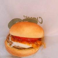 Foto tomada en Freshness Burger por Yasuhiro A. el 1/25/2018
