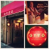 Photo prise au Otto Enoteca Pizzeria par Caryn B. le9/23/2013