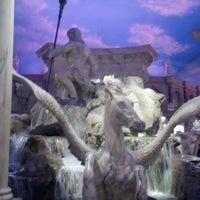 12/29/2012 tarihinde Stacey H.ziyaretçi tarafından Festival Fountain - The Forum Shops at Caesars Palace'de çekilen fotoğraf
