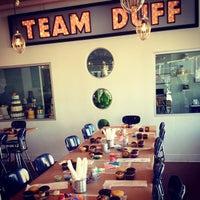 3/9/2013 tarihinde Jaime G.ziyaretçi tarafından Duff's Cakemix'de çekilen fotoğraf