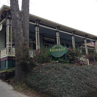 Foto diambil di Walnut Hills Restaurant & Round Table oleh Marty A. pada 2/25/2013