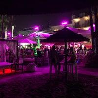 รูปภาพถ่ายที่ Playa Miguel Beach Club โดย SergioHe_ เมื่อ 8/15/2018