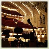 Foto tomada en Symphony Center (Chicago Symphony Orchestra) por Samantha O. el 12/7/2012