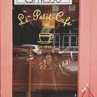รูปภาพถ่ายที่ Le Petit Cafe โดย Samantha O. เมื่อ 2/24/2013