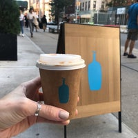 รูปภาพถ่ายที่ Blue Bottle Coffee โดย Katya S. เมื่อ 9/30/2018