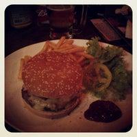 Foto tirada no(a) Buddies Burger & Beer por Daniel M. em 3/18/2013