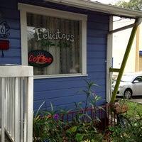 Foto scattata a Felicitous Coffee & Tea House da Teresa O. il 7/19/2013
