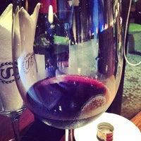 Foto tirada no(a) Suko Wine Lounge por Kai S. em 4/14/2014