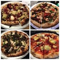 6/12/2013 tarihinde ᴡ S.ziyaretçi tarafından BUILD Pizzeria'de çekilen fotoğraf