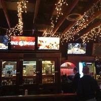 Foto tomada en Lottie's Pub por Cleo M. el 6/2/2013