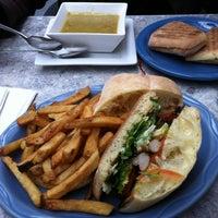 รูปภาพถ่ายที่ Utopia Cafe & Grill โดย Colleen H. เมื่อ 2/12/2013