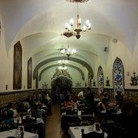 Foto diambil di Café de Tacuba oleh Rodrigo M. pada 3/31/2013