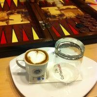 Das Foto wurde bei Coffeemania von nesli 4. am 1/10/2013 aufgenommen
