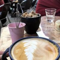 10/21/2018 tarihinde Ece Y.ziyaretçi tarafından Black Cat Coffee'de çekilen fotoğraf