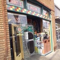Photo prise au Abbot's Pizza Company par Jimmy L. le5/17/2013