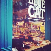 Foto tomada en Katie's Blue Cat por Pamela C. el 11/28/2013