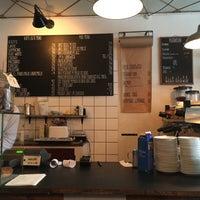 รูปภาพถ่ายที่ RIST Kaffebar โดย Janae เมื่อ 10/15/2017