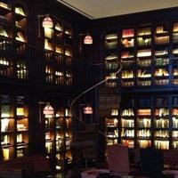 Foto scattata a The Library at The NoMad da Dorothy M. il 2/15/2013