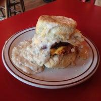Das Foto wurde bei Denver Biscuit Company von Bryan J. am 10/26/2012 aufgenommen